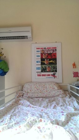 Hostel Pisa Tower : View of a bed and AC in Galileo room