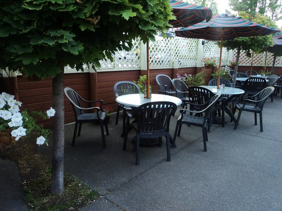 The outdoor terrace picture of mcgrath 39 s fish house for Mcgraths fish house