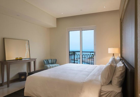 Jannah Eastern Mangroves Suites: Hotel Bedroom with amazing mangroves view