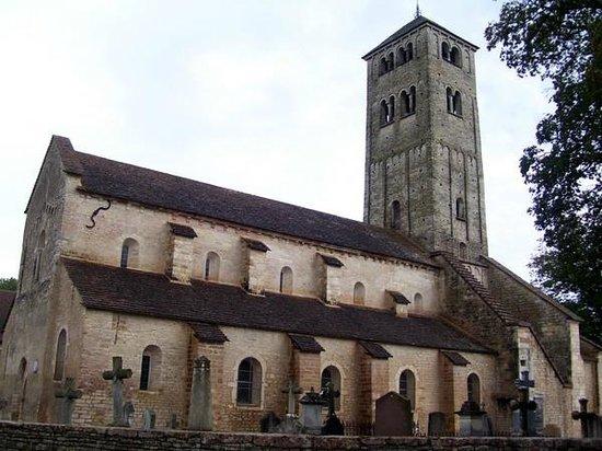Saint-Ythaire, France: Plus de mille ans pour l'église de Chapaize