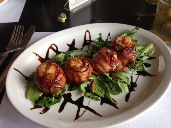 Magnolia's Raw Bar & Grille: scallops