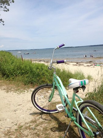 Chebeague Island Inn: beaches and bikes