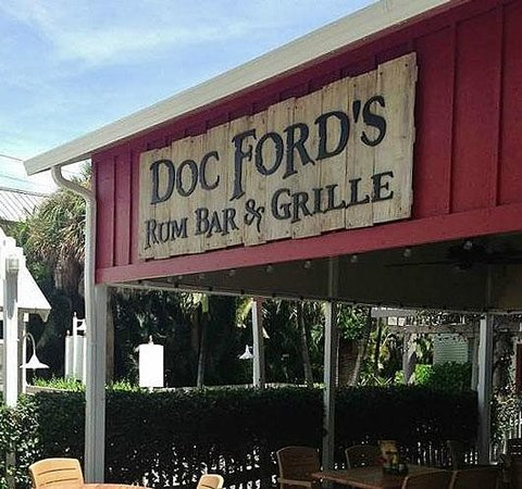 Doc Ford's Rum Bar & Grille Captiva: Shaded Patio