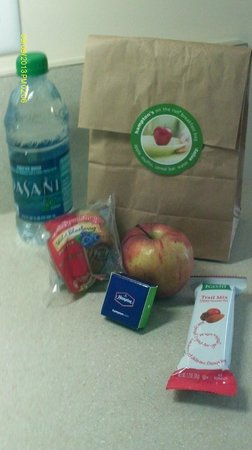 Hampton Inn Crystal River: The To Go Bag from the Hampton (in case you're running late
