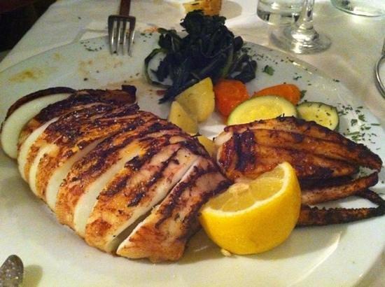 Pyrgos Restaurant: grilled kalamari