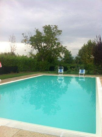 Agriturismo La Palazzina: La piscina