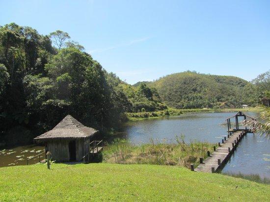 Reserva Aroeira : Area do spa com mato alto e necessitando manutenção e limpeza