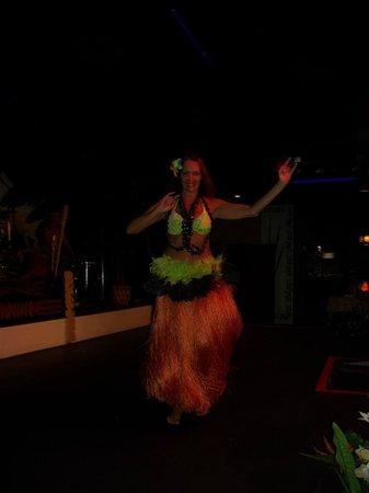 Hawaiian Inn: hula dancer