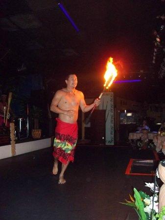 Hawaiian Inn: man doing fire patan