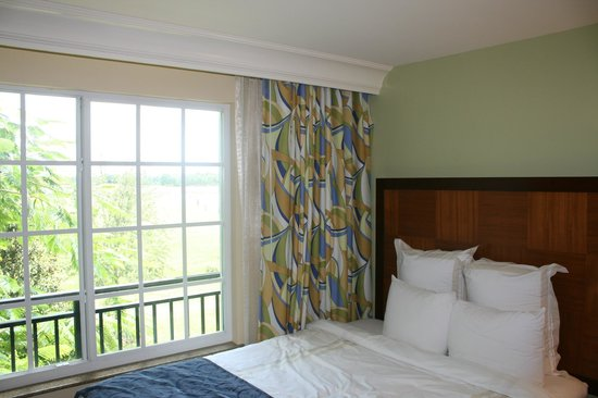 Marriott's Lakeshore Reserve: Kids bedroom with view of golf course