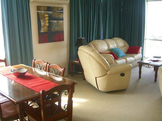 Fairthorpe Apartments: Lounge view