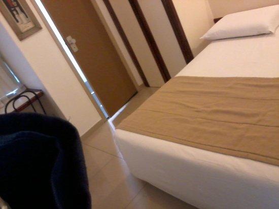 Royal Center Hotel: Quarto bem pequeno