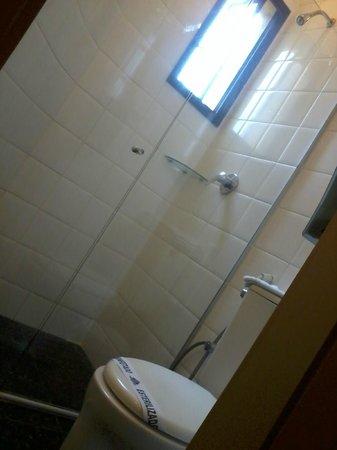 Royal Center Hotel: Banheiro