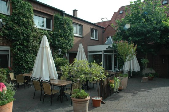 """Gaststaette - Hotel Zur Muehle: """"Biergarten"""""""