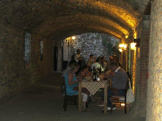 Collelungo: Underground tunnels