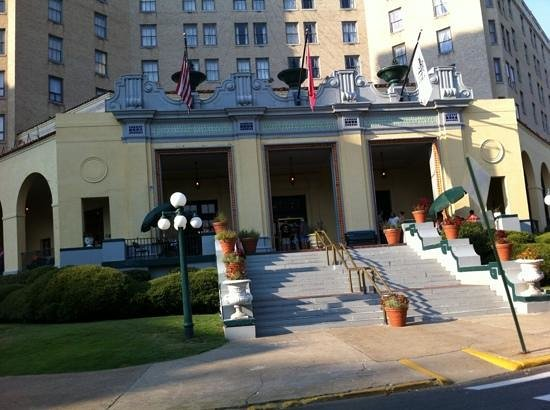 Arlington Resort Hotel & Spa : front entrance