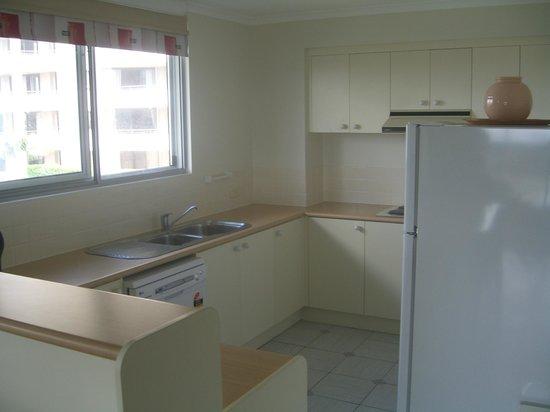 Fairthorpe Apartments: Kitchen