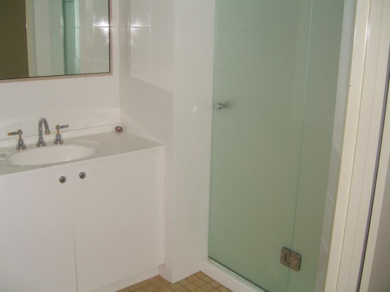 Fairthorpe Apartments: Bathroom