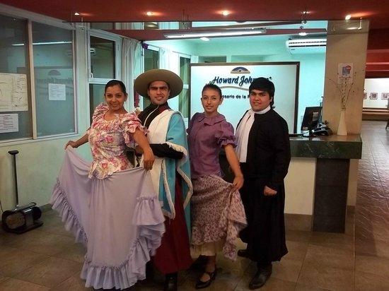 Howard Johnson Inn Rosario de la Frontera: Grupo Folklorico Salteño en el Lobby