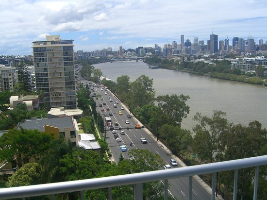 Fairthorpe Apartments : View of Brisbane City & River