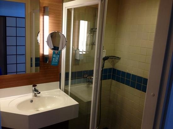 Scandic Grand Marina: small bathroom but very clean and functional.