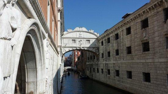 Ponte dei Sospiri: Bridge of Sighs, Venice