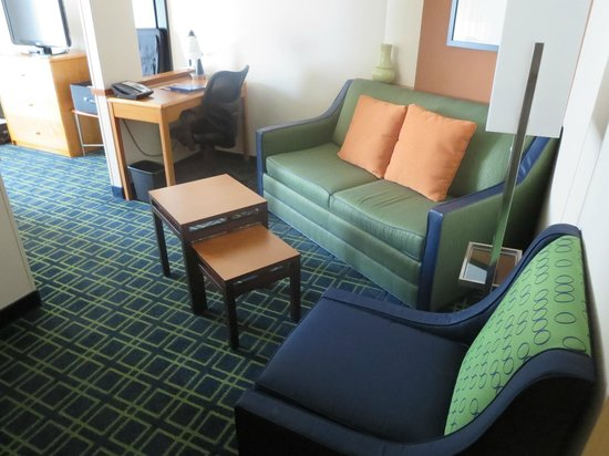Fairfield Inn & Suites Indianapolis Downtown: partially separate sitting area