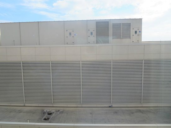 Fairfield Inn & Suites Indianapolis Downtown: HVAC building: view directly out the bedroom window