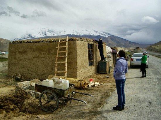 Karakoram Highway: Local Family at work - we dinned here