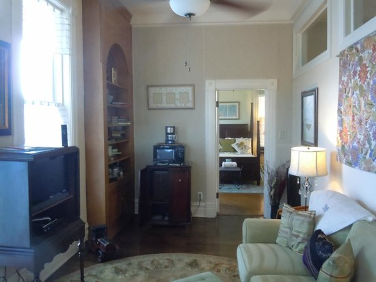 1890 Williams House Inn: Turret Suite