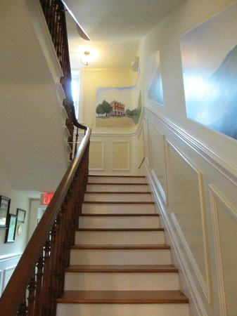EJ Bowman House Bed and Breakfast : Stairway leading upstairs from main Parlor.