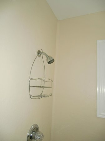 Hotel Macomber: shower  and caddy  a huge problem