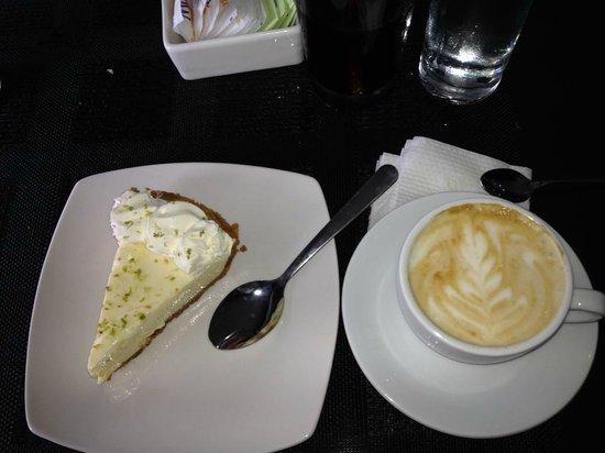 Cafe Barroco: Pie de limón y un delicioso capuchino