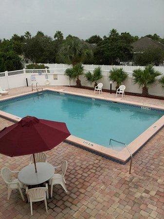 Americas Best Value Inn St. Augustine Beach: Pool