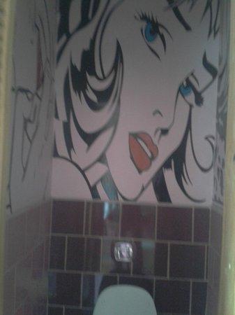 Princesa Insolente Hostel: Baño!