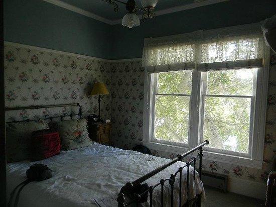Centrella Inn: room 21 view of trees