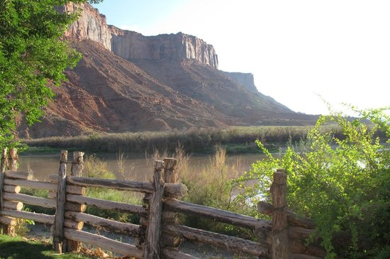 Red Cliffs Lodge : View behind the room