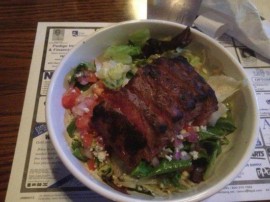 The Warehouse Sports Bar & Grill: Gorganzola Steak Salad