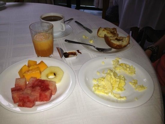 Hostal Los Yutzos: breakfast inclusive every day (eggs are $1.50 extra)