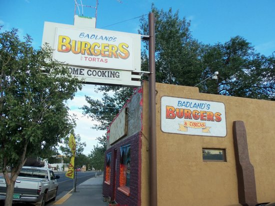 Badlands Burgers & Tortas: Badlands from the street