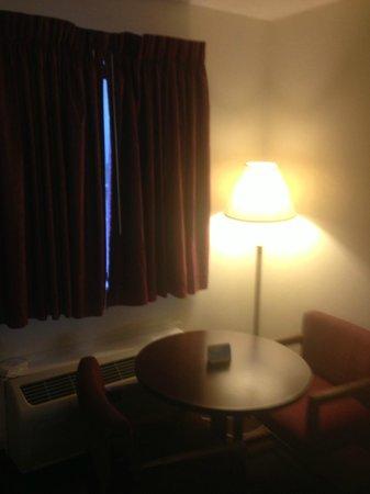 Red Roof Inn Edgewood: Room 111
