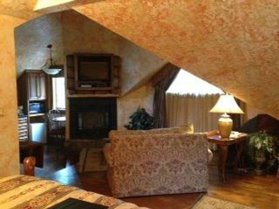 Landoll's Mohican Castle: Gale Suite