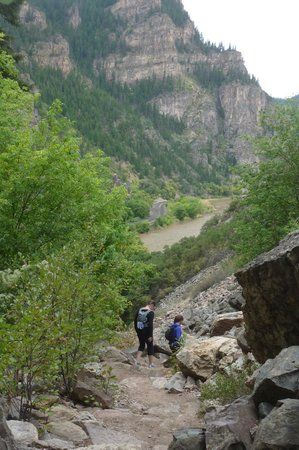 Hanging Lake : View down the valley!