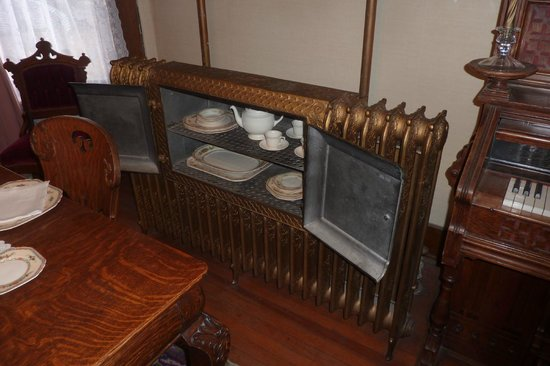 Frontier Historical Museum: Now this is a radiator plus plate warmer!