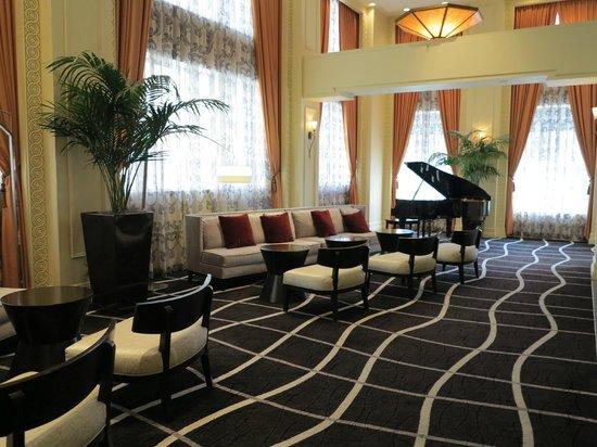 Madison Hotel: Front Lobby
