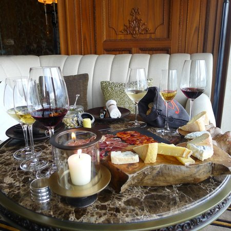 Caprice (Central): Lovely wine-cheese pairing at Caprice Bar