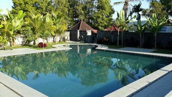 Atres Villa Homestay : piscine