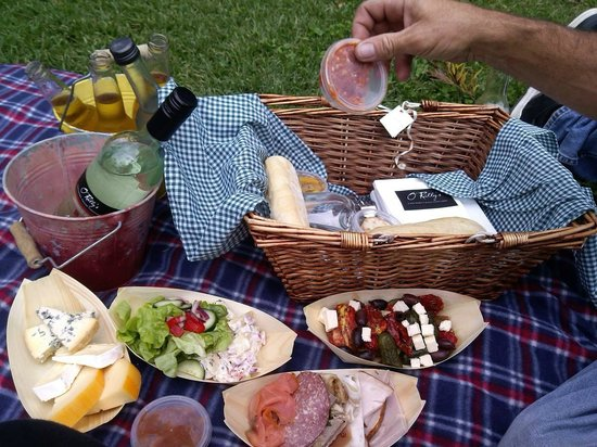 O'Reilly's Canungra Valley Vineyard Vintage Restaurant: Picnic Basket