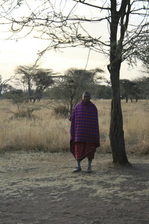 Lemala Ewanjan Tented Camp: Masai guard on staff