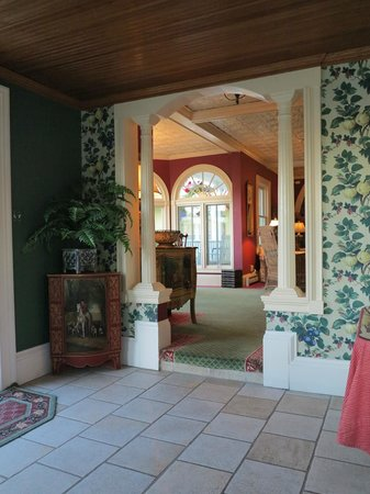 Brigadoon Bed and Breakfast: Front entry